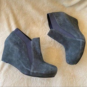SACHA LONDON Dusty Blue Gray Suede Wedge Size 9.5